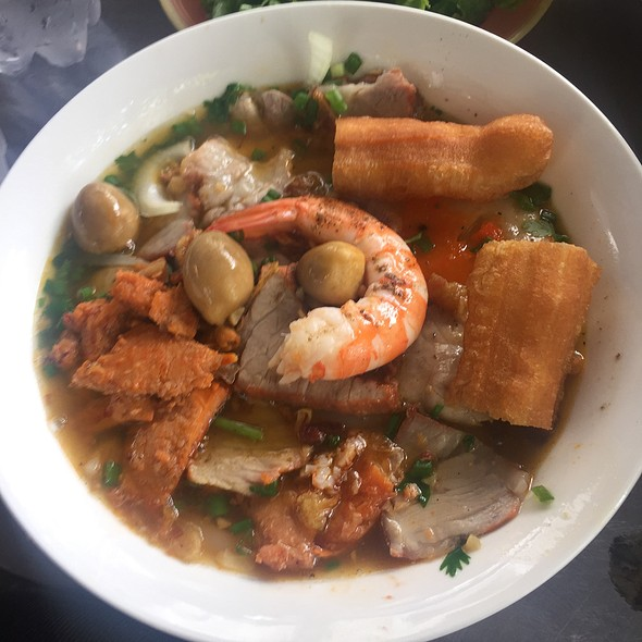 Banh Canh Cua @ Lunch Lady
