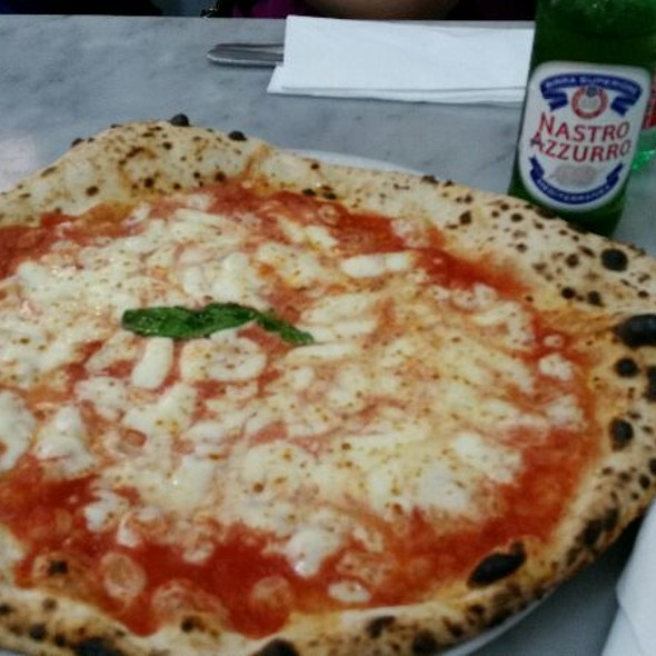 Pizza Margherita @ L'antica Pizzeria Da Michele