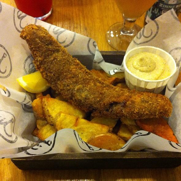 Yemeni Special: Cumin, Black Pepper & Coriander Panko Fish With Zhug Sauce, And Seaweed Salted Chips @ Bia Mara