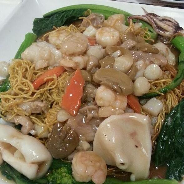 Clams w/ Mint Leaf & Hot Sauce @ Seafood Cove