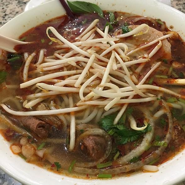 Bún Bò Huế (Spicy Noodle Soup)