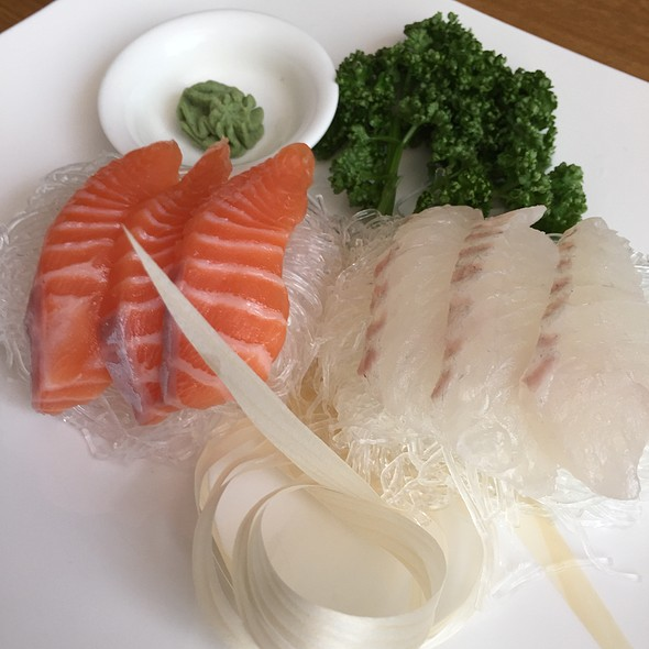 red snapper and salmon sashimi @ 두마레