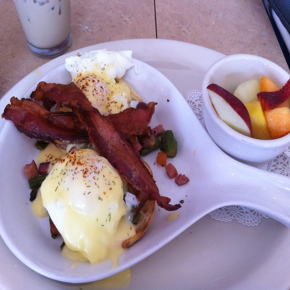 Hiker's Benedict @ The Egg And I