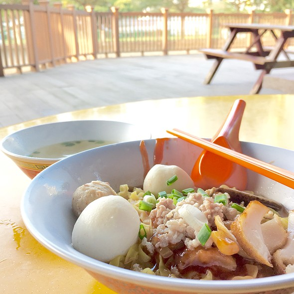 Fishball Noodles @ 河畔 Riverside Fishball Noodle