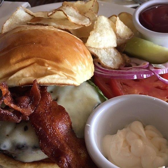 Cheese Burger - Sweetwaters on the River, Eugene, OR