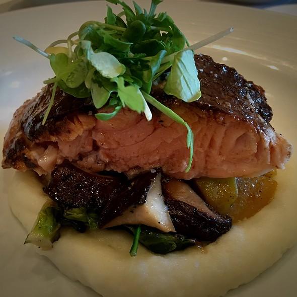 Smokey Salmon - Fin Seafood Restaurant, Newport News, VA