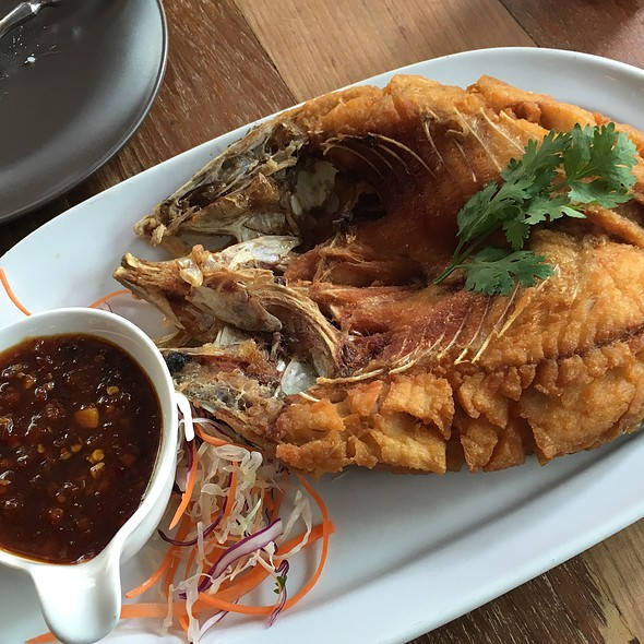 Deep Fried Fish With Three Flavors @ B-Story Café | บี-สตอรี่ คาเฟ่