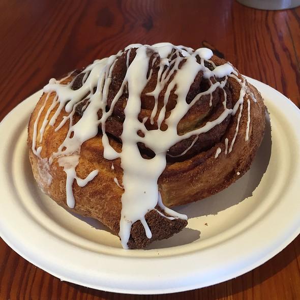 cinnamon roll @ Black Dog Bakery Cafe