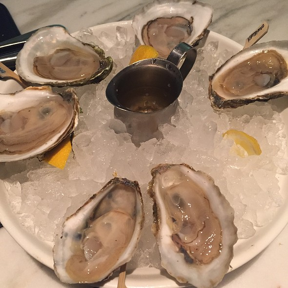 Fresh Oysters @ Luke's Oyster Bar & Chop House