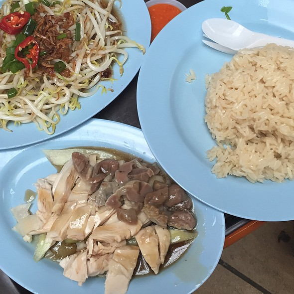 Hainanese Chicken Rice @ Ah Tai Hainanese Chicken Rice