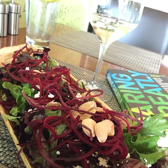 Farmers Market Salad @ Beaudevin (Main Terminal)