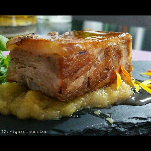 Ingot suckling pig with sweet wine sauce and applesauce @ Gastrobar Lo Nuestro