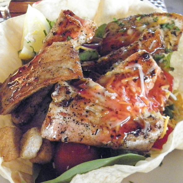 Blackened Mahi Mahi Salad @ FLOUNDERS Restaurant and Tiki Bar