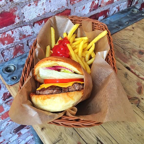 Cheeseburger @ Burgermeister
