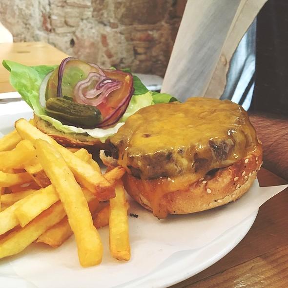 Hamburguesa De Bou @ Cafe Godot