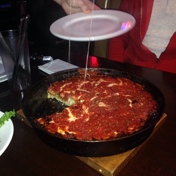 Deep Dish Pizza @ Pequod's Pizzeria