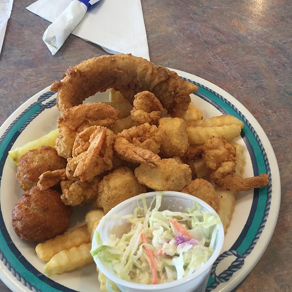 Pick 3 Lunch Platter @ Junior's Seafood
