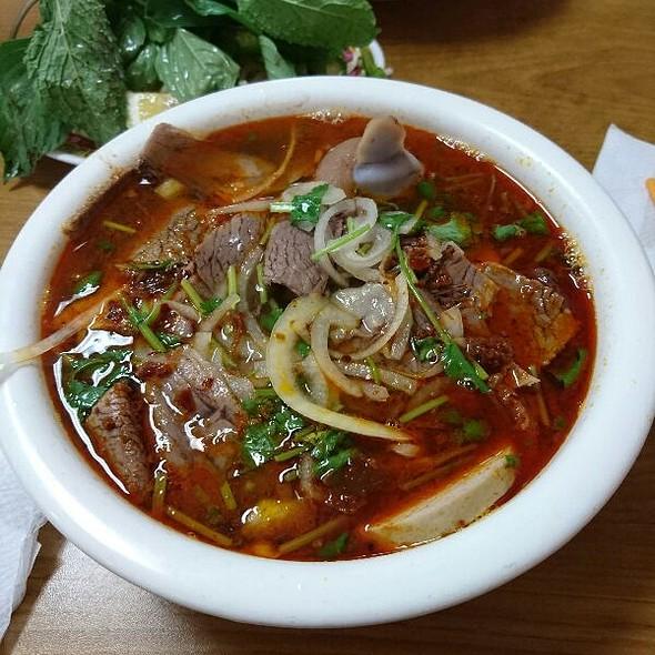 Bun Bo Hue (Hue Beef Noodle Soup)
