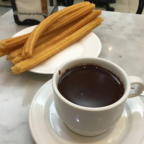 Chocolate Con Churros @ Chocolatería San Ginés
