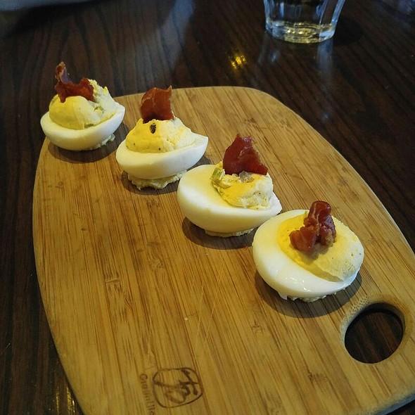 Speck And Eggs @ Public School 818