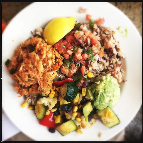 Adobo Chili Chicken Bowl With Avocado @ Cosi