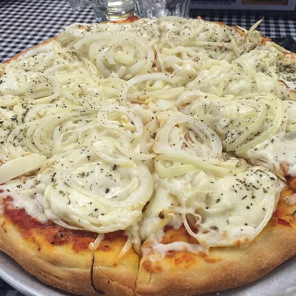 Mozzarella & Fugazetta Pizza @ La Farola Deli