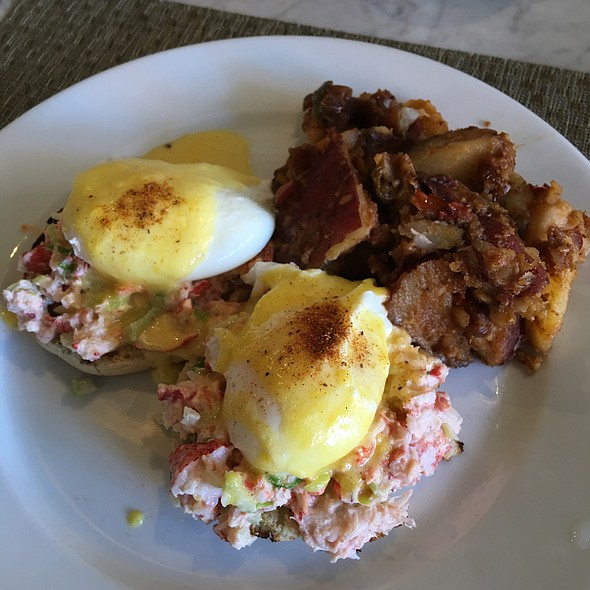 Maine Lobster Roll Benedict