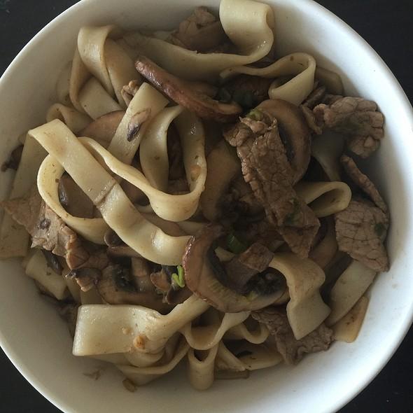 Beef And Mushroom Chow Fun @ Home