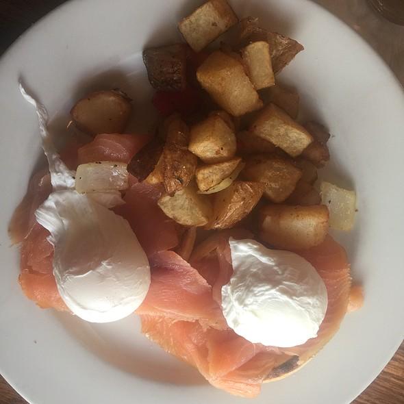 Smoked Salmon Eggs Benedict @ Balans Restaurant