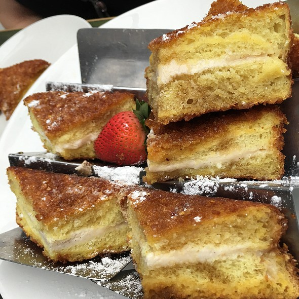 French Toast @ Hotel Chantelle