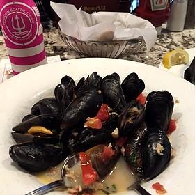 P.E.I. Mussels - Frankie Bones Restaurant & Lounge - Hilton Head Island, Hilton Head Island, SC