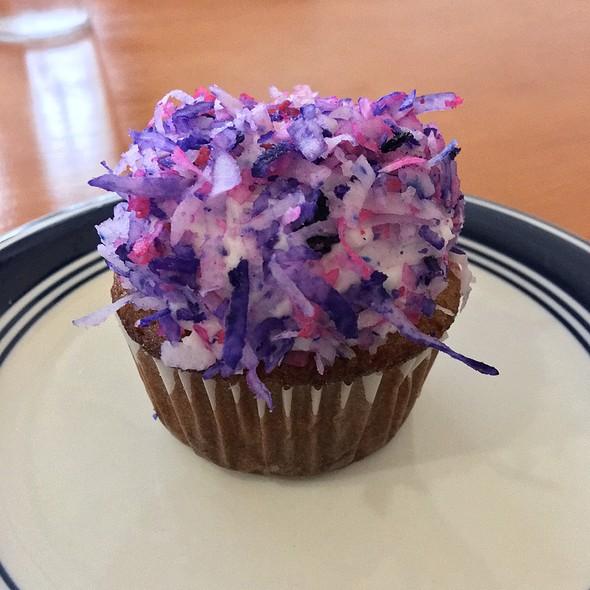 Piña Coconut Cupcake @ Viva Vegeria