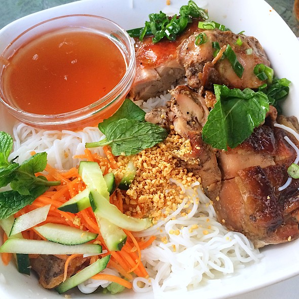 Vermicelli Bowl With Five Spices Chicken
