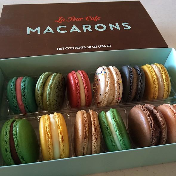 macrons @ La Tour Cafe