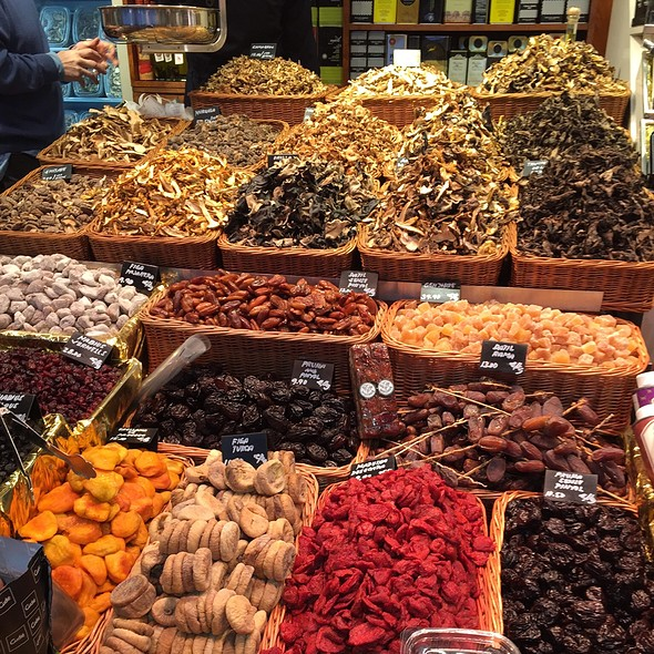 Assorted Dried Fruits & Spices @ Mercat de la Boqueria