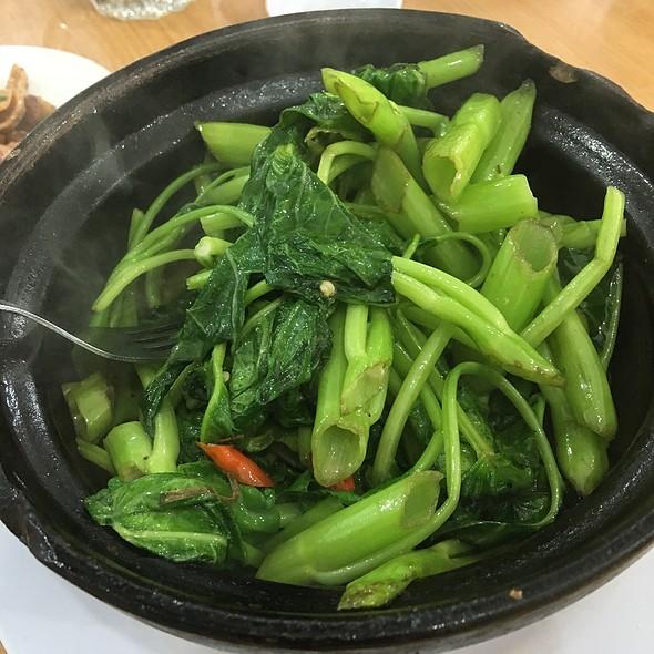 Claypot Kangkung @ Restaurant Choy Hi