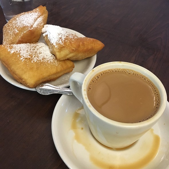 Beignets and Cafe Au Lait @ Morning Call