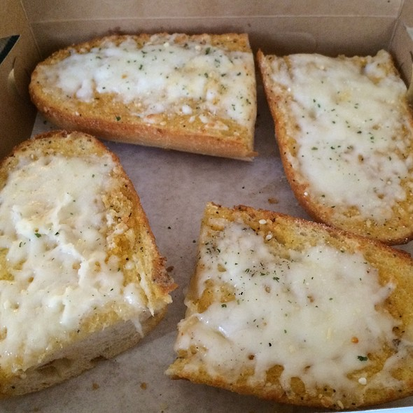 Cheesy Garlic Bread @ Pizza Boy