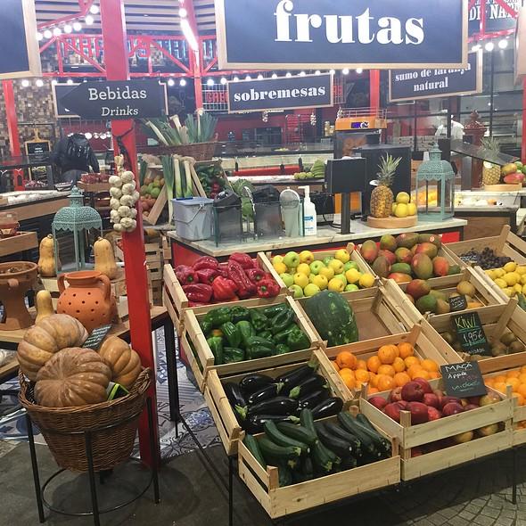 Fresh market @ Mercado Lisbon Airport