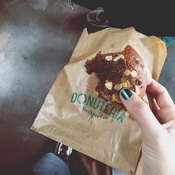 Donut De Dulce De Leche, Almendra Y Sal Maldon @ La Donutería
