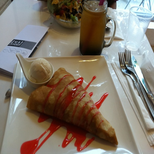 Pink Romance Crepe @ Just Sweet Dessert House