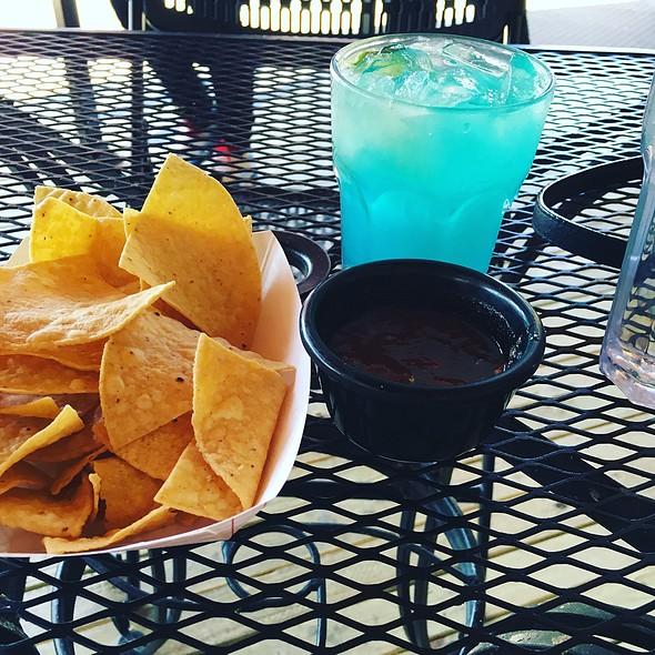 Chips and Salsa @ La Vallesana