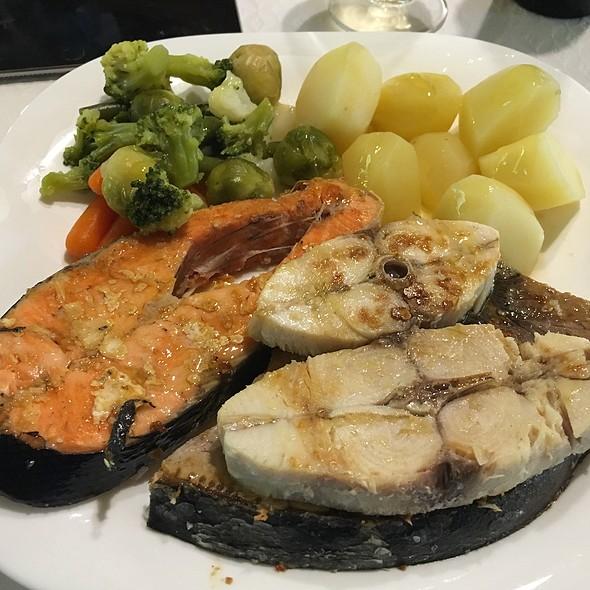 Mixed Fish @ Restaurante Banhos Ferreos