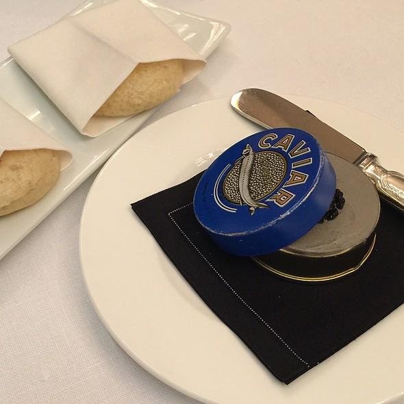 Pan De Brioche Con Paté De Caviar @ La Terraza