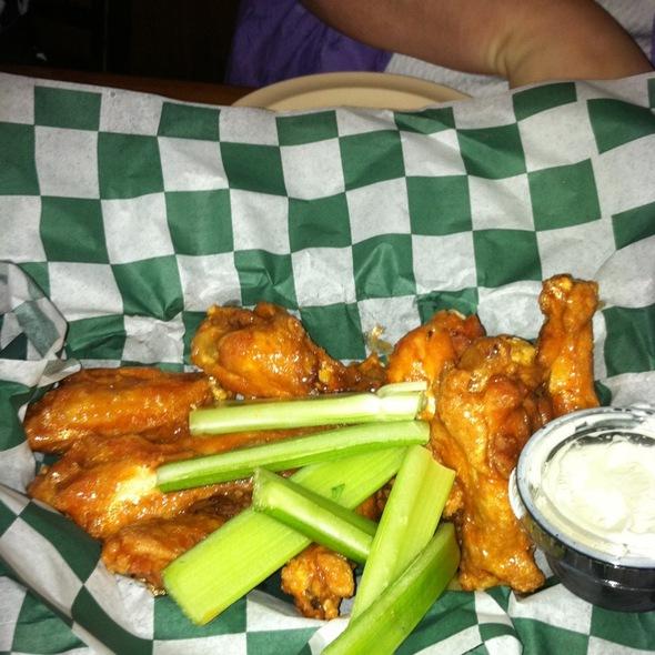 Wings @ Beef 'O' Brady's