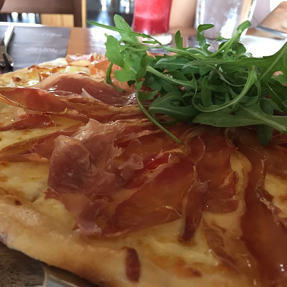 Pizza With Parma Ham & Rocket Leaves @ Ribsman