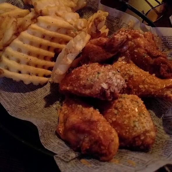 Spicy Garlic Parmesean Wings
