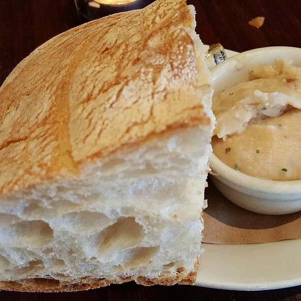 Pearl Bakery Bread and White Bean Dip - 3 Doors Down Cafe and Lounge, Portland, OR