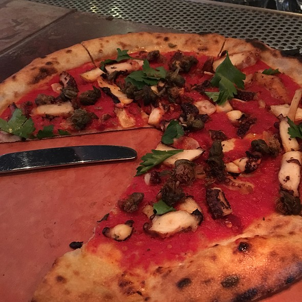 Octopus pizza @ Oven And Shaker