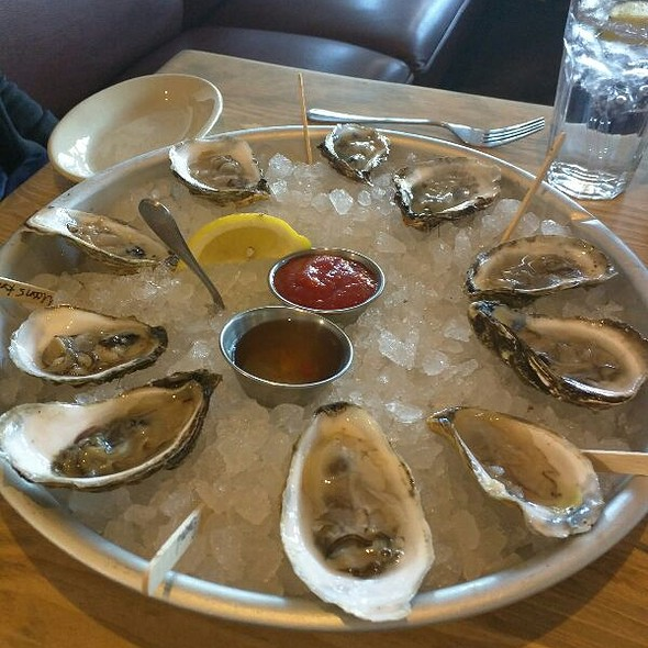 Oyster - Robert's Maine Grill, Kittery, ME